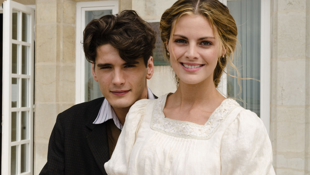 Amaia Salamanca y Yon González en 'Gran Hotel'