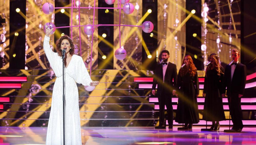 Vicky Larraz interpretando a Paloma San Basilio en 'Tu Cara Me Suena'